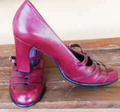 ON SALE!!! - Cherry Red with Black trim pumps -  90's Vintage Gianni Bini - Size 8.5 - 9 - Reduced from 35.00 - NOW 20.00