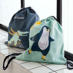 Handsome bags with fun motifs. Drawstring bag, price per item DKK 19,90 / EUR 2,79 / ISK 477 / NOK 27,90 / GBP 2,79 / SEK 26,80