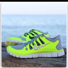 NIKE ROSHE RUN Super Cheap! Sports Nike shoes outlet, Press picture link get it immediately! not long time for cheapest Nike Shoes Cheap, Nike Free Shoes, Nike Shoes Outlet, Running Shoes Nike, Cheap Nike, Cheap Toms, Running Pants, Nike Outfits, Casual Outfits