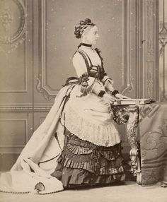 Faces of the Victorian Era : Photo 1870s Fashion, Edwardian Fashion, Vintage Fashion, Historical Costume, Historical Clothing, Historical Photos, Vintage Photos Women, Vintage Ladies, Victorian Gown
