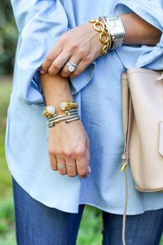 Off the Shoulder Top Simple stylish outfit. Blue jeans, nude leather hand bag and blue buttondown. Golden Jewelry from VosSimple stylish outfit. Blue jeans, nude leather hand bag and blue buttondown. Golden Jewelry from Vos Cute Jewelry, Jewelry Shop, Jewelry Stores, Fashion Jewelry, Jewelry Design, Stylish Jewelry, Jewelry Rings, Jewelry Logo, Dainty Jewelry