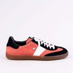 BOTAS 66 | Red Card Sneakers, Cards, Shoes, Black, Fashion, La Mode, Tennis Sneakers, Sneaker, Zapatos
