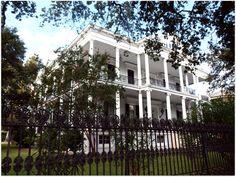 Дом в стиле French Plantation в Новом Орлеане. Источник http://www.nolahomes.net