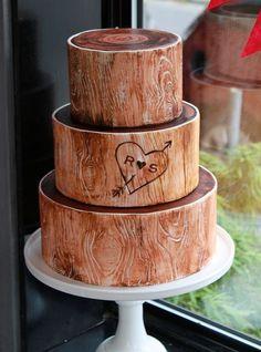 Woodland wedding cake - looks like real wood, this is amazing!