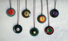 vintage button pendants by lessie