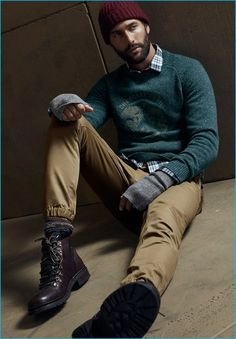 Noah Mills wears a flecked sweater, flannel shirt, joggers and a ribbed beanie from LE 31 with Steve Madden boots. Noah Mills, Guys In Beanies, Men's Beanies, How To Wear Joggers, How To Wear Blazers, Nike Fashion, Mens Fashion, Beanie Outfit, Rugged Style
