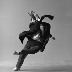 Lois Greenfield Lois Greenfield, Photography Pics, Movement Photography, Dance Movement, Nyc, Famous Photographers, Dance Photos, Lets Dance, Photo Black