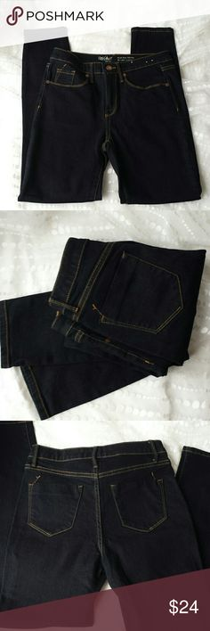N.W.O.T, Mossimo skinny jeans, dark wash size 4 N.W.O.T. Mossimo high rise(9 inch rise) skinny jeans in a rich dark wash. Five pocket style with zip and button closure. Size 4  These are beautiful, sexy flattering jeans!  95% cotton 2% spandex .  inseam 27 inches Mossimo Jeans Skinny