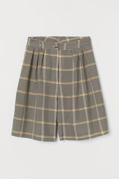Wide-cut shorts in jacquard-weave fabric. High waist with pleats and zip fly with button. Petite Fashion, Curvy Fashion, Style Fashion, Fall Fashion Trends, Autumn Fashion, Fashion Bloggers, Celebrity Dresses, Celebrity Style, Extra Petite