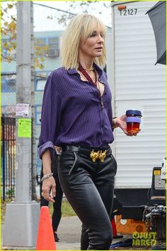 Rihanna, Sandra Bullock & Cate Blanchett Shoot New 'Ocean's Eight' Scenes in NYC Cate Blanchett Films, Stylish Outfits, Cool Outfits, Sandra Bullock, Blouse Styles, Beautiful Actresses, Suits For Women, Rihanna, How To Look Better