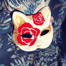 It has the power of divination, and wearing the fox mask is hoping to have this power. Cat Masquerade Mask, Japanese Fox Mask, Kitsune Mask, Mask Drawing, Blue Anime, Cat Mask, Cool Masks, Animal Masks, Masks Art