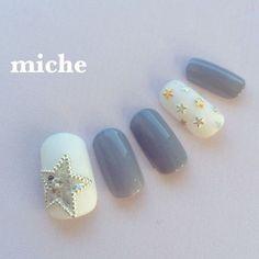キラキラ綺麗な指先に♪『星モチーフ』を使ったネイルデザインカタログ ... 鈴木真子 @mako.miche ? ...