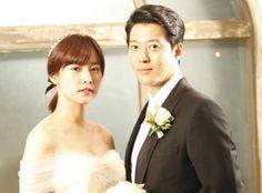 """Ngày hôm qua 2/5, Lee Dong Gun bất ngờ gửi tâm thư tới người hâm mộ thông báo chuyện đại sự của anh và nữ diễn viên Jo Yoon Hee. Anh viết: """"Tôi viết bức thư này bởi tôi tin rằng, tất cả các bạn là những người đầu tiên nên biết thông tin này. Tôi và Jo Yoon Hee quen nhau qua một bộ phim truyền...  http://cogiao.us/2017/05/02/lee-dong-gun-bat-ngo-thong-bao-da-lay-vo/"""