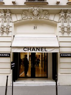 31 Rue Cambon: The World of Coco Chanel Paris, France Karl Lagerfeld, Chanel Store, Chanel Boutique, Paris Ville, I Love Paris, Shop Fronts, Chanel Paris, Chanel Chanel, Coco Chanel Fashion