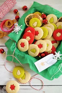 Karácsonyi vajaskeksz Gingerbread Cookies, Advent, Xmas, Food, Gingerbread Cupcakes, Christmas, Eten, Weihnachten, Jul