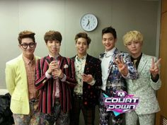 Lol Onew and Taemin look like such nerds here! ㅋㅋㅋㅋㅋㅋ ^^