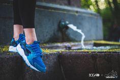 NIKE AIR HUARACHE CUSTOM BY MAGGI (SUB-ZERO) | Sneaker Freaker