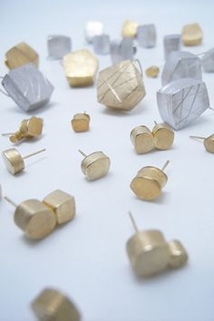 Yuko Sumiya - Permanence and transience Minimal Jewelry, Modern Jewelry, Contemporary Jewellery, Cuff Earrings, Brass Jewelry, Geometric Jewelry, Jewelry Crafts, Jewelry Art, Metals