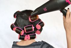 If you are among those who prefer hair dryer over straitening then this is the article for you.This Ariticle we will tell you about How To Properly Use Rollers Beauty Tips, Beauty Hacks, Hair Beauty, Diy Hair Rollers, Hair Raising, Diy Hairstyles, Hair Hacks, Styling Tips, Envy