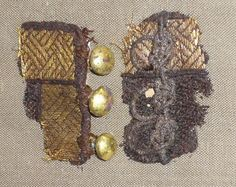 Link to many textiles from the Oseberg and more der Kragen aus Susdal (Russland), Jh. Comments on БИБЛИОТЕКА βιβλιοθήκη's Photos Viking Garb, Viking Reenactment, Viking Dress, Medieval Costume, Medieval Dress, Medieval Fashion, Viking Clothing, Historical Clothing, Textiles