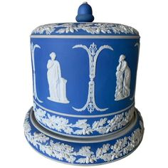 Rare Large Wedgwood Jasperware Blue Acanthus Bowl For Sale at 1stDibs Pottery Bowls, Ceramic Bowls, Stoneware, Wedgewood China, Cheese Dome, Glass Centerpieces, Vintage Ashtray, Waterford Crystal, Blue China