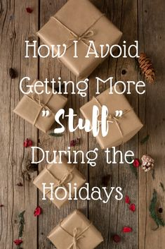 How I Avoid Getting More Stuff During the Holidays Noel Christmas, Simple Christmas, Green Christmas, Christmas Ideas, Christmas Crafts, Environmentally Friendly Gifts, Sustainable Gifts, Sustainable Living, Eco Friendly Cleaning Products