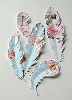 paper feathers for presents, wall decor, scrapbooking, cards, etc I think these are super cool.  Just wish the tutorial was in English so I could understand how to make them.