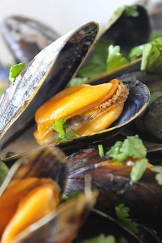 Mosselen op Thaise wijze - ENJOY! The Good Life Fish And Seafood, Barbecue, Cantaloupe, Tasty, Fruit, Snacks, Healthy, Recipes, Mussels