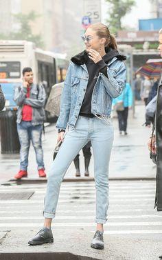 Gigi Hadid rocking the denim outfit. Trendy Fashion, Fashion Women, Winter Fashion, Fashion Outfits, Women's Fashion, Fashion Styles, Fashion Shirts, Fashion Weeks, London Fashion