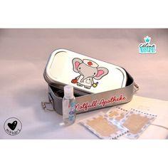 """Mini-Apotheke für die kleinen Alltags-Unfälle mit der Plotterdatei """"Wehwehchen"""" von Céline Adekunle Design."""