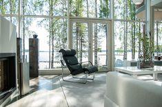 Avico | Omakotitalon sisustus- ja valaistus-suunnittelu Mukavan avara, selkeä. Olis mukava tuossa istua ja katsella luontoa.