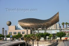 catalon64: Catalonia - Barcelona: architecture with an attitude - Vila Olimpica - Pescado / Peix / fish by Frank O. Gehry - metal sculpture - Port Olimpic Promenade - Barceloneta - photo by C.Blam - (c) Travel-Images.com - Stock Photography agency - Image Bank