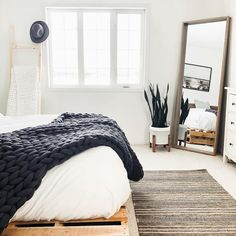 Bedroom inspiration with wood pallet bed frame, chunky knit blanket, floor mirror, textured rug, mid-century modern planter and ladder shelf. Are you looking for more home inspiration? My New Room, My Room, Bedroom Apartment, Bedroom Decor, Bedroom Ideas, Bedroom Plants, Bedroom Inspo, Apartment Living, Wood Pallet Beds