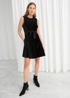 Model front image of Stories a-line cotton dress in black Stile  Contemporaneo bc6c0b6d759