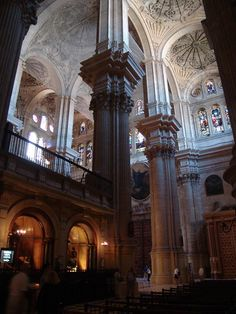 """Catedral de Málaga, conocida popularmente como la """"manquita"""" debido a que una de sus dos torres no fue terminada."""