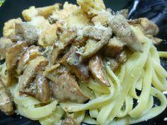 Espaguetis de langostinos y setas. Ver la receta http://www.mis-recetas.org/recetas/show/39188-espaguetis-de-langostinos-y-setas