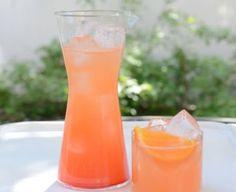 Tequila al mandarino: un long drink alcolico e dissetante che viene servito freddo. L'idea di servire la Tequila al mandarino è sfiziosa e originale. I mandarini aggiungeranno sapore e colore.