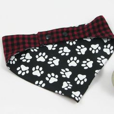 Dog Collar Bandana, Sewing Projects, Diy Projects, Make And Sell, How To Make, Clothing Hacks, Diy Storage, Dog Grooming, Diy Furniture