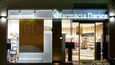 Farmacia Daries fachada noche