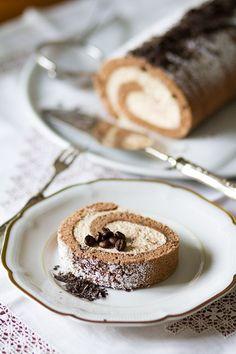Tiramisu Swiss roll Just Desserts, Delicious Desserts, Yummy Food, Sweet Recipes, Cake Recipes, Dessert Recipes, Sweets Cake, Cupcake Cakes, Cupcakes