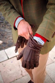 I would pay good money to find a pair of leather gloves as well aged and supple as these. Can't find any info on where the original image came from or who made the gloves. Brown Leather Gloves, Leather Men, Leather Jackets, Black Leather, Look Fashion, Mens Fashion, Fashion Ideas, Classic Fashion, Fashion Design