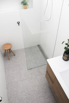 White Bathroom Tiles, Bathroom Tile Designs, Bathroom Trends, Bathroom Floor Tiles, Bathroom Interior, Bathroom Renovations Perth, Terrazzo Flooring, Led Mirror, Bath