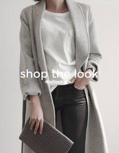 Ein Look ganz nach unserem Geschmack: Oversize Mantel, Boyfriend T-Shirt, beschichtete Jeans und Clutch. Shop the Look: http://sturbock.me/JjF