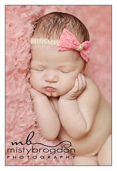 Baby girl newborn shoot bows ideas for 2019 - baby photography Newborn Bebe, Foto Newborn, Newborn Baby Photos, Baby Poses, Newborn Poses, Newborn Pictures, Newborn Session, Baby Girl Newborn, Maternity Pictures