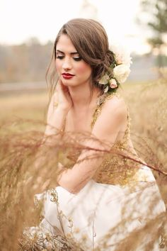 Looking for inspiration for your fall bridal look? Today I'm sharing fabulous fall wedding makeup ideas, and I'm sure you'll find here something for yourself.