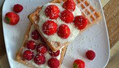 Recept: Wafels met kwarkyoghurt, rood fruit en witte chocolade