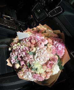 Boquette Flowers, Beautiful Bouquet Of Flowers, Luxury Flowers, Beautiful Flower Arrangements, Flowers Nature, Flower Boxes, My Flower, Fresh Flowers, Planting Flowers
