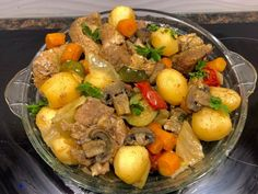 Łopatka wieprzowa pieczona z warzywami - bez tłuszczu - Blog z apetytem Calzone, Pot Roast, Grilling, Pork, Food And Drink, Chicken, Ethnic Recipes, Blog, Dutch Oven