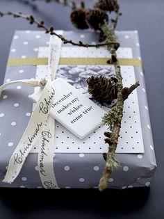 Detalles originales para decorar los paquetes de regalo en Navidad