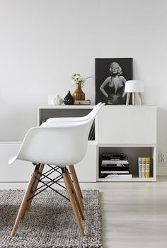 Scandinavian home with white interior and Eames chairs Dining Arm Chair, Dining Room Chairs, Eames Chairs, Eames Dining, Lounge Chairs, Home Living Room, Living Room Designs, Living Spaces, Small Living